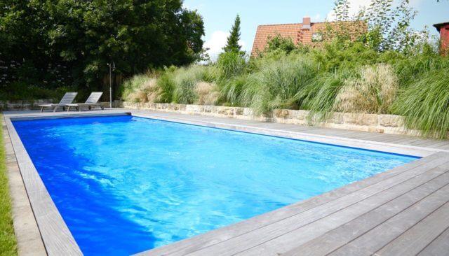 K.IM.S. GmbH Poolbau Pool 10x4x15m Ecktreppe Gegenstromanlage Filteranlage Dosieranlage Waermepumpe Beleuchtung